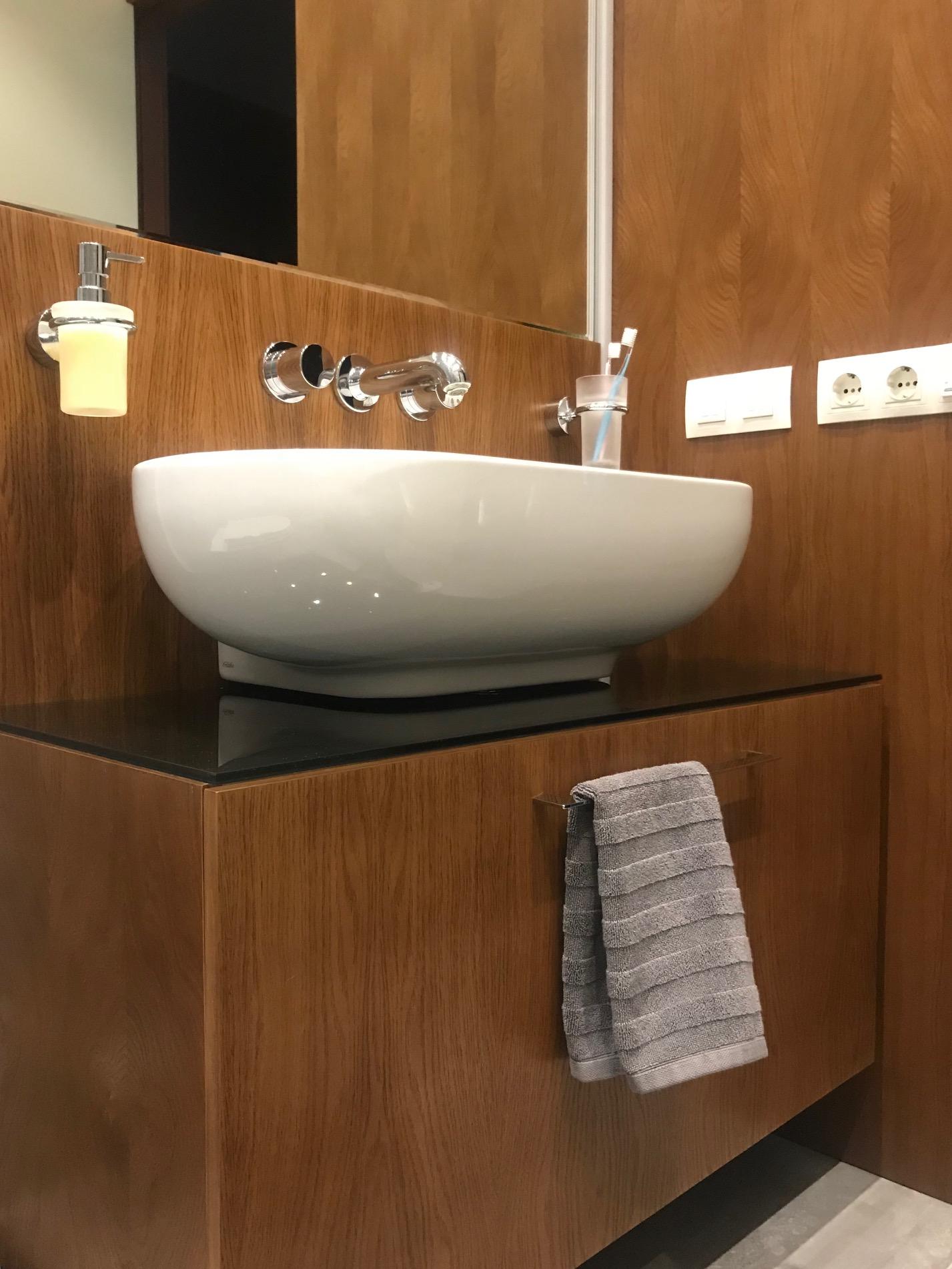 Встроенная мебель в ванной комнате